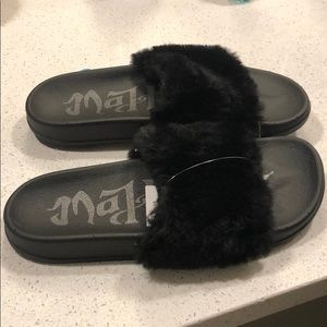 Mad Love Shoes - New Fuzzy black slippers
